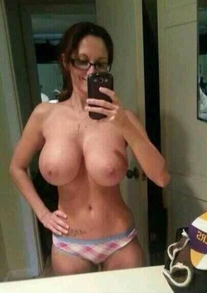 mom puts on her daughters undies and snaps a selfie pic for dates