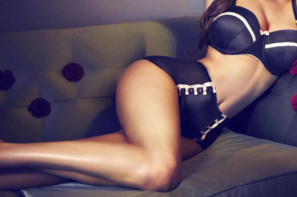 lingerie-escort-model